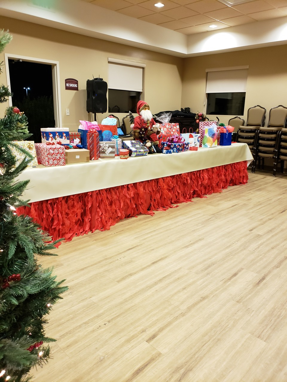 The White Elephant gift exchange is about to commence at the Southern California Pala Casino Christmas Rally.....super fun as family and friends get to steal a treasured gift.......