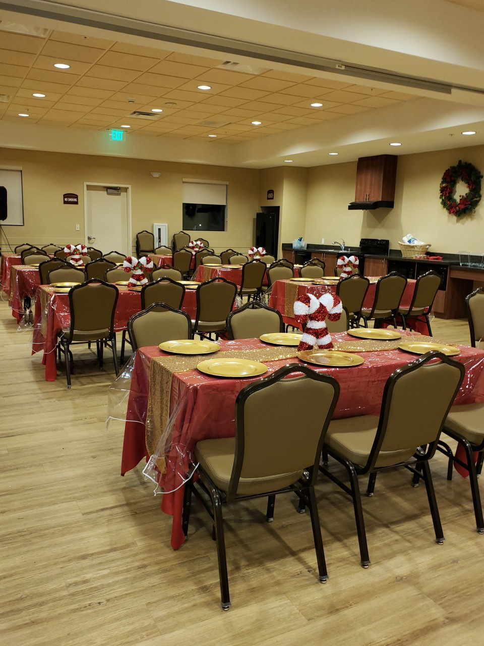 It's beginning to look alot like Christmas here at Pala Casino RV Christmas Rally as we prepare for all the Rainbow RV revelers.........