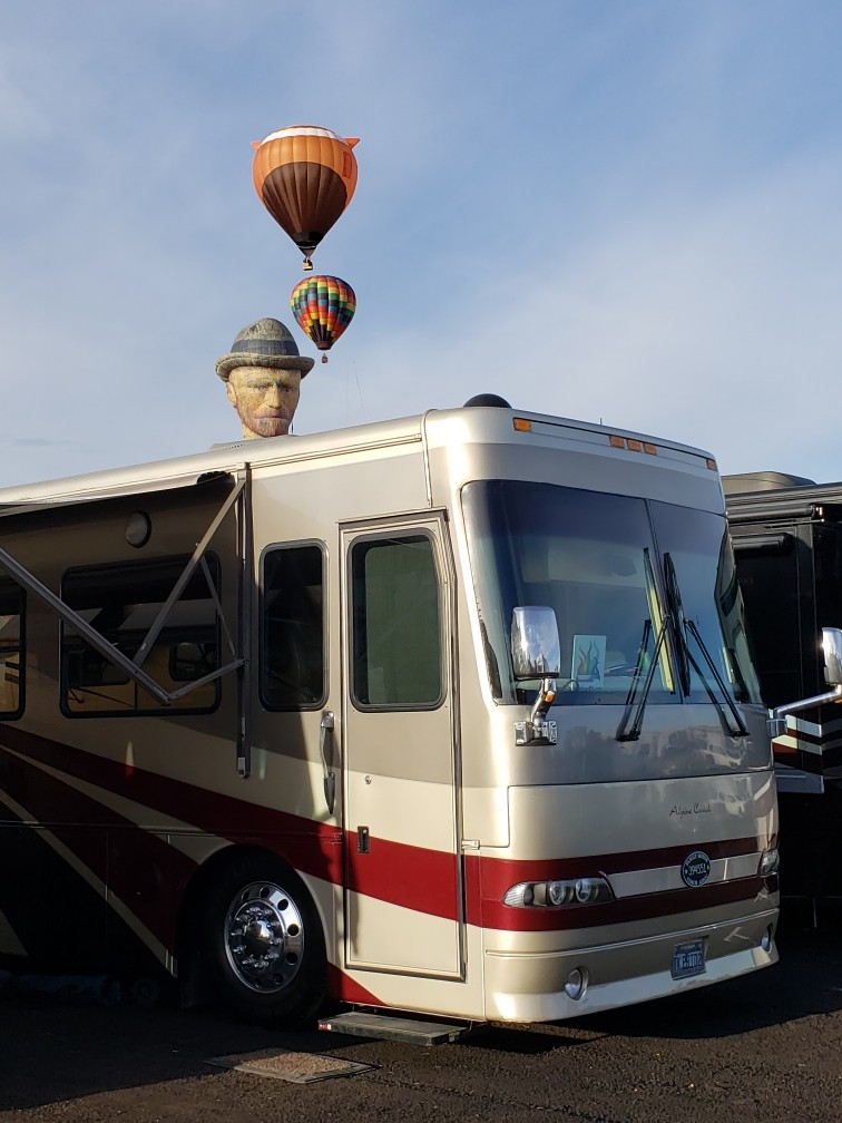 New Mexico Chapter enjoys dinner amongst the gentle giants of the Hot Air balloon kind as members Milton and John of Long Beach enjoy the perks of being parked in the VIP West section reserved for Rainbow RV group.