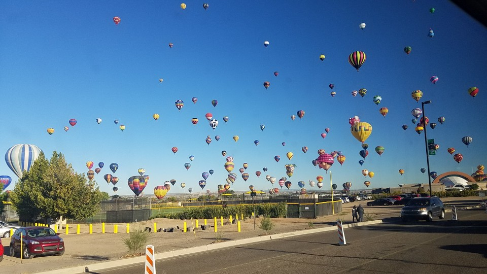 New Mexico Chapter of Rainbow RV Celebrates the Albuquerque Balloon Festival in grand style as Cameron and Berry host this most colorful event.